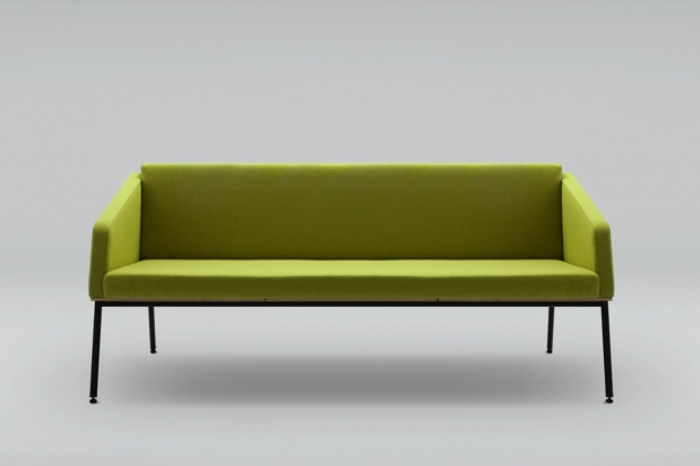 FIN 3 sofa with armrests, metal base